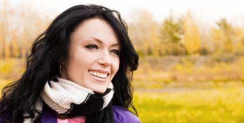 mulher-sorrindo-cachecol-7720