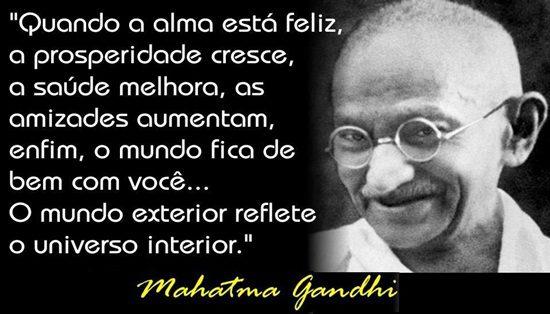 220 - Frases - Mahatma Gandhi - Quando a alma esta feliz ....