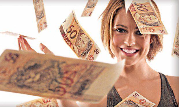 mulher-com-dinheiro-ficar-rica-45646