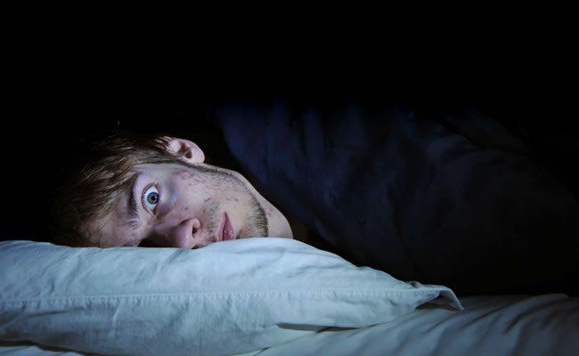 dormir com cobertores pesados 1