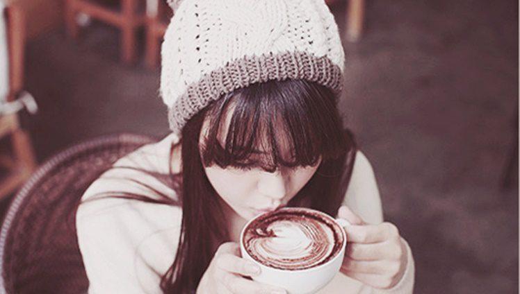 UM ENCONTRO NO CAFÉ