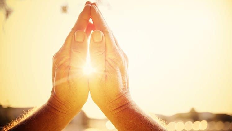 Fé falada é diferente da fé sentida. Quem vive de fé se alimenta de luz e esperança.