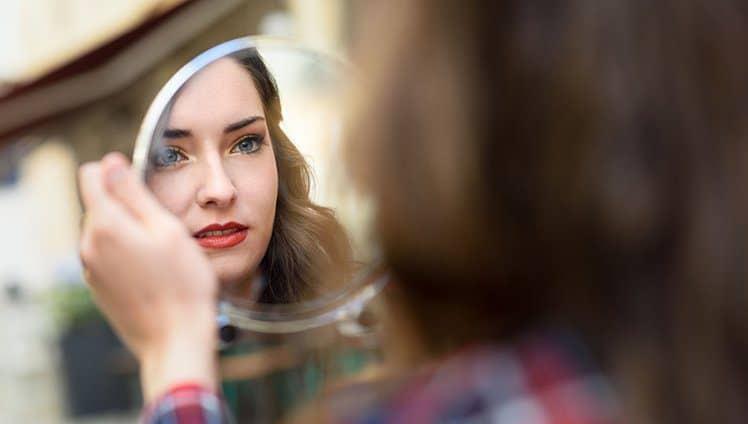 Espelho espelho meu existe alguém mais distante de mim do que eu 1