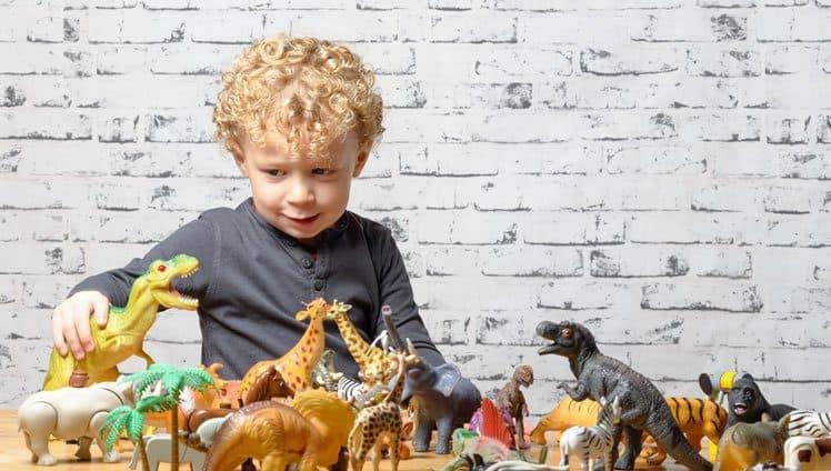 Crianças apaixonadas por dinossauros