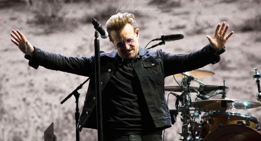 Capa Bono reflete O unico problema que Deus nao pode resolver e aquele que voce tenta esconder