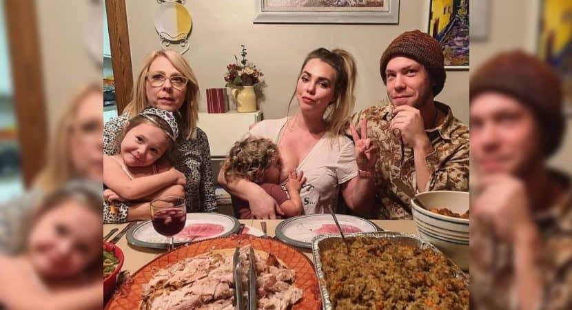 Capa Mulher publica foto amamentando no jantar maes que amamentam precisam ser encorajadas