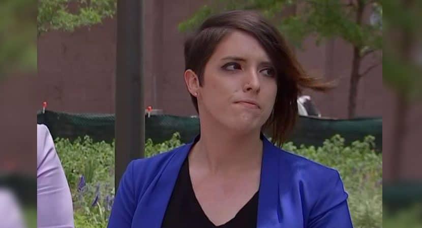 Capa Professora mostra fotos de sua noiva na escola em que trabalha e e suspensa por 8 meses