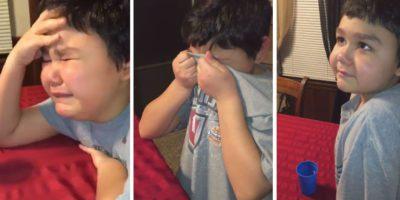 Curado da leucemia menino chora ao tomar ultima dose de quimioterapia