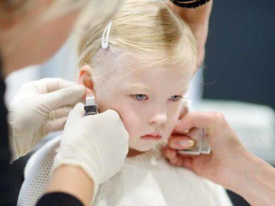 5 Mae fica indignada ao descobrir que madrasta da filha furou suas orelhas sem permissao