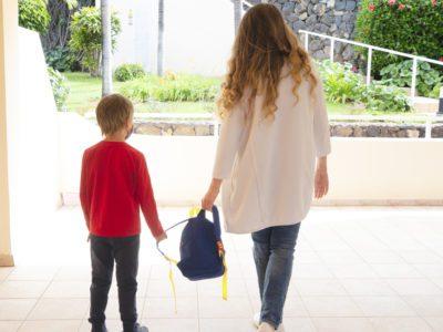 2 capa site Ao deixar filho na escola mae ouve outros pais dizendo que ela fede Trabalho 12h por dia