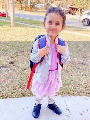 5 4 Mae incentiva filho de 4 anos a usar vestidos e aprender a usar palavras de genero neutro